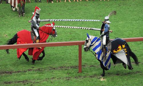 Mittelalterliche Feste, Festspiele mit Rittern und fein gewandete Damen