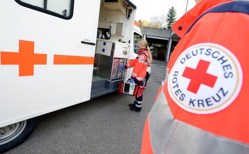 Rettungskräfte, Polizisten und Sanitäter in Schwierigkeiten wegen mangelndem Respekt